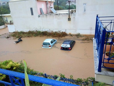 Καιρός: `Βούλιαξε` η δυτική Ελλάδα! Πλημμύρες, πτώσεις δέντρων και δρόμοι... ποτάμια! Που θα βρέξει τις επόμενες ώρες