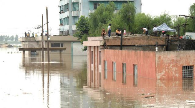 Πνίγηκε η Βόρεια Κορέα: 133 νεκροί, 395 αγνοούμενοι, 107.000 εγκατέλειψαν τα σπίτια τους