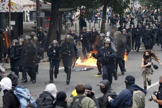 Ξύλο, χημικά και έξι τραυματίες στο Παρίσι για τα εργασιακά! [pics]
