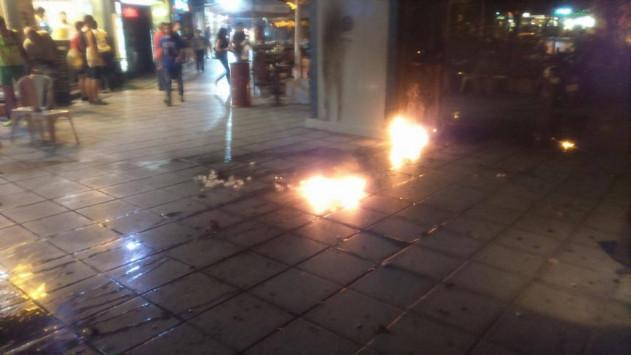 Μολότοφ και χημικά στην πορεία αντιεξουσιαστών στη Θεσσαλονίκη για τον Π. Φύσσα [vid]