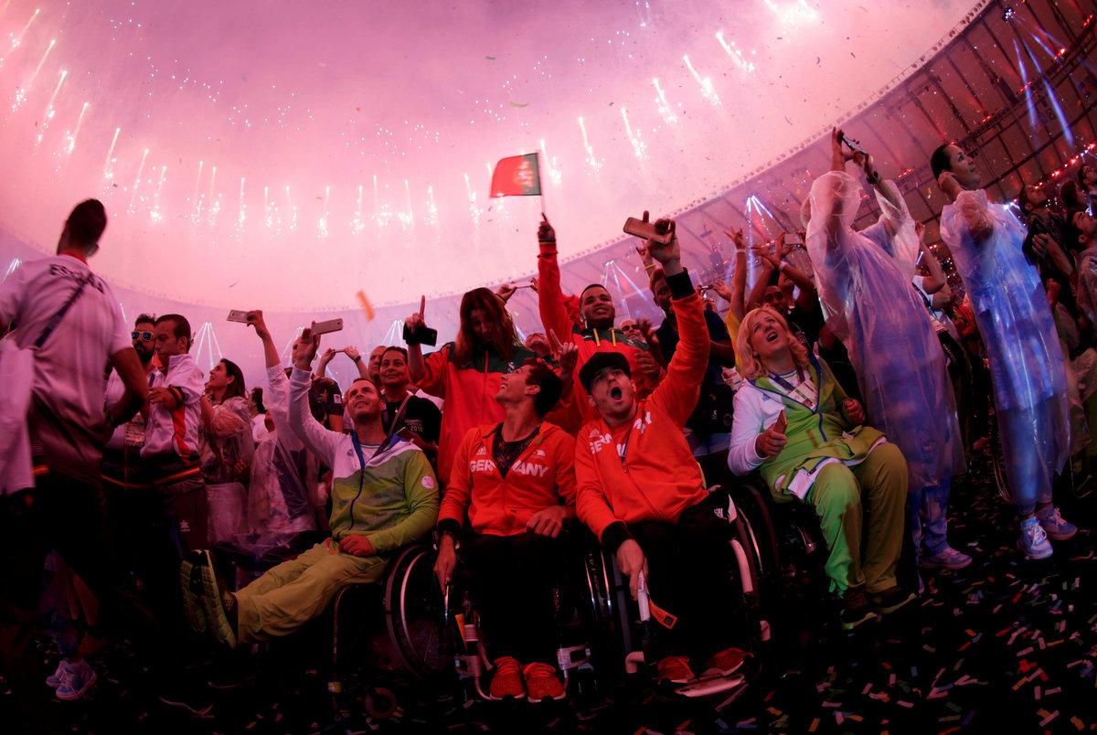Si alza il sipario su una grande celebrazione della diversità! [pics, vid]