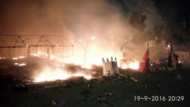 Ανεξέλεγκτη η κατάσταση στη Λέσβο - Φωτιές και επεισόδια στη Μόρια - Χιλιάδες πρόσφυγες στους δρόμους