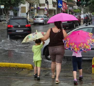 Καιρός ... για ομπρέλα και σήμερα!