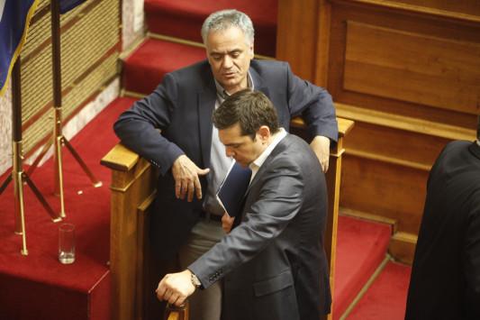 """Μεγαλοπρεπές """"άδειασμα"""" Τσίπρα σε Σκουρλέτη για τη Socar! Ο Πρωθυπουργός κλείνει τη συμφωνία με... νέο υπουργό, μετά τον ανασχηματισμό"""
