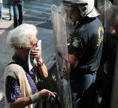 Τα άκουσε ο Τόσκας από Τσίπρα για τα χημικά στους συνταξιούχους! Οργισμένο τηλεφώνημα! [pics]