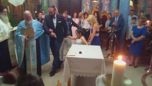 Αγρίνιο: Νύφη σε αναπηρικό καροτσάκι - Ο πιο ιδιαίτερος γάμος της χρονιάς [pics]