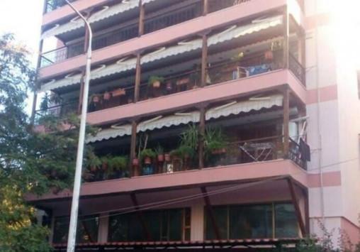 Θεσσαλονίκη: Αυτή είναι η πολυκατοικία που έπαθε καθίζηση λόγω έργων του μετρό - Το ξέσπασμα των ενοίκων [vid]