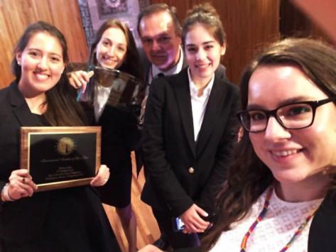 """Η Νομική Σχολή του ΕΚΠΑ παγκόσμια πρωταθλήτρια στο """"MANFRED LACHS"""""""