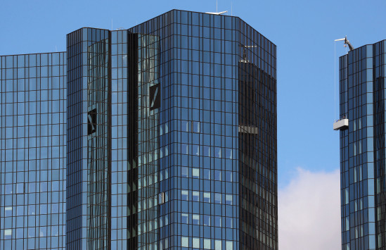 Οι ίδιοι οι Γερμανοί διέκοψαν έλεγχο στην Deutsche Bank! - Η τράπεζα βοήθησε φίλους του Πούτιν να ξεπλύνει 10 δισ δολάρια!