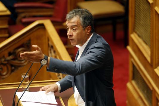 Θεοδωράκης προς κυβέρνηση: Πόσο πληρώνετε τα trolls - Tι είπε για τον υπάλληλο της Ο. Γεροβασίλη