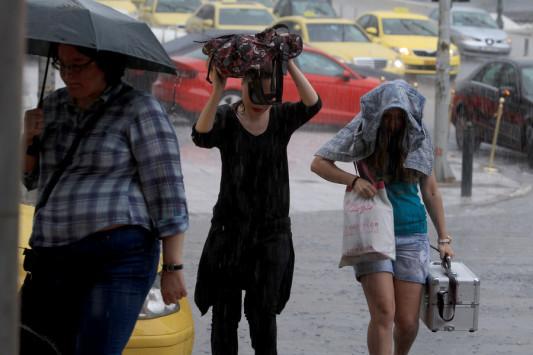 Καιρός: Έκτακτο δελτίο επιδείνωσης! Βροχές, καταιγίδες, χαλάζι και ισχυροί άνεμοι ως την Τετάρτη