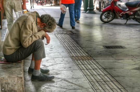Eurostat: Σχεδόν 4 εκατομμύρια Έλληνες στα όρια της φτώχειας