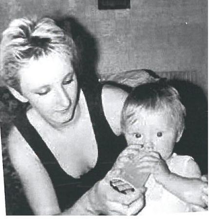 Ο Μπεν με τη μαμά του λίγο καιρό πριν εξαφανιστεί - Φωτογραφία Mirror