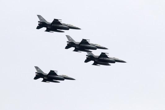 Στρατιωτική παρέλαση υπερπαραγωγή! Το συγκλονιστικό μήνυμα του πιλότου: «Κρατάμε την σημαία και την Ελλάδα ψηλά» [pics,vid]