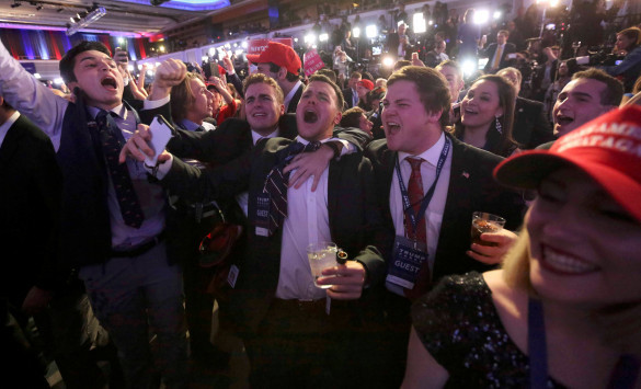 Αμερικανικές εκλογές Live: Ο Τραμπ στο κατώφλι του Λευκού Οίκου! Μένει μόνο η παραδοχή της ήττας από την Κλίντον