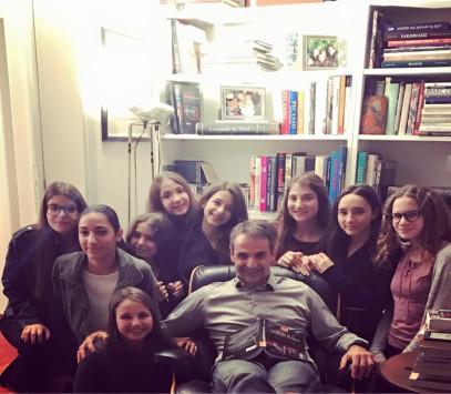 Κυριάκος Μητσοτάκης: Η κόρη του και 8 φίλες της έκαναν `έφοδο`! [pic]