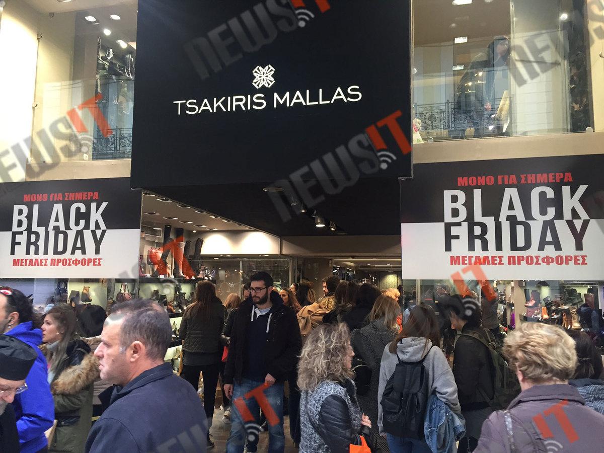 bf901250bc Black Friday  Κόσμος και ουρές παντού! Γεμάτα τα εμπορικά κέντρα ...