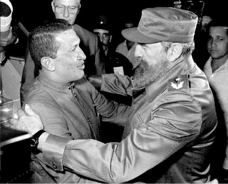 Το 1994 με τον ηγέτη της Βενεζουέλας, Ούγκο Τσάβεζ / Φωτογραφία αρχείου: ΑΠΕ - ΜΠΕ