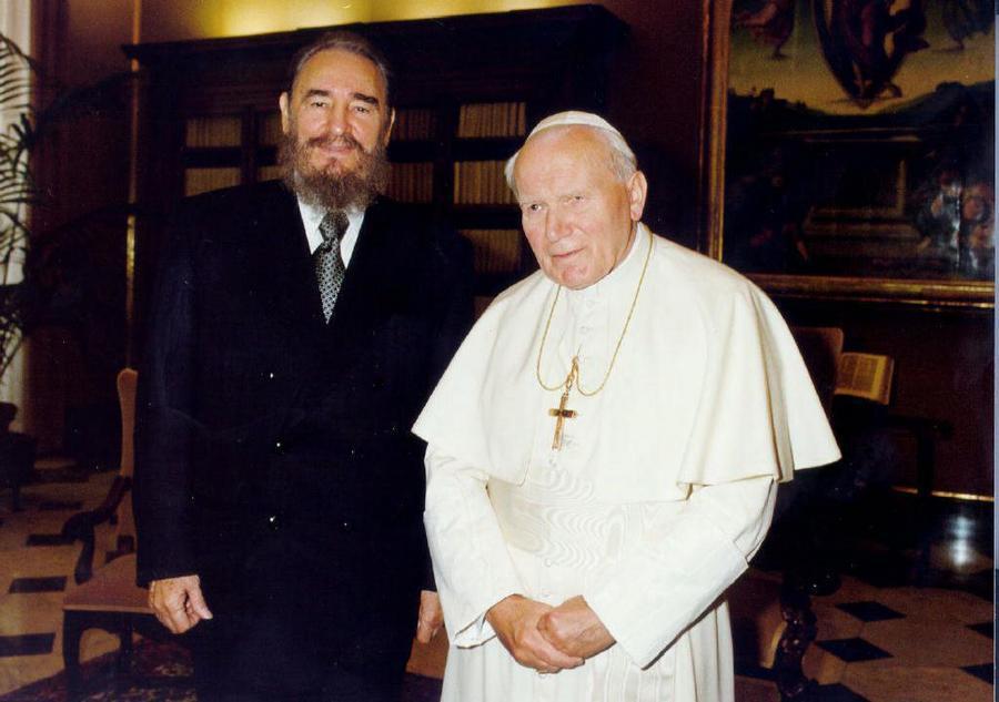Με τον Πάπα Ιωάννη Παύλο τον Β΄ το 1996 στο Βατικανό / Φωτογραφία αρχείου: ΑΠΕ - ΜΠΕ