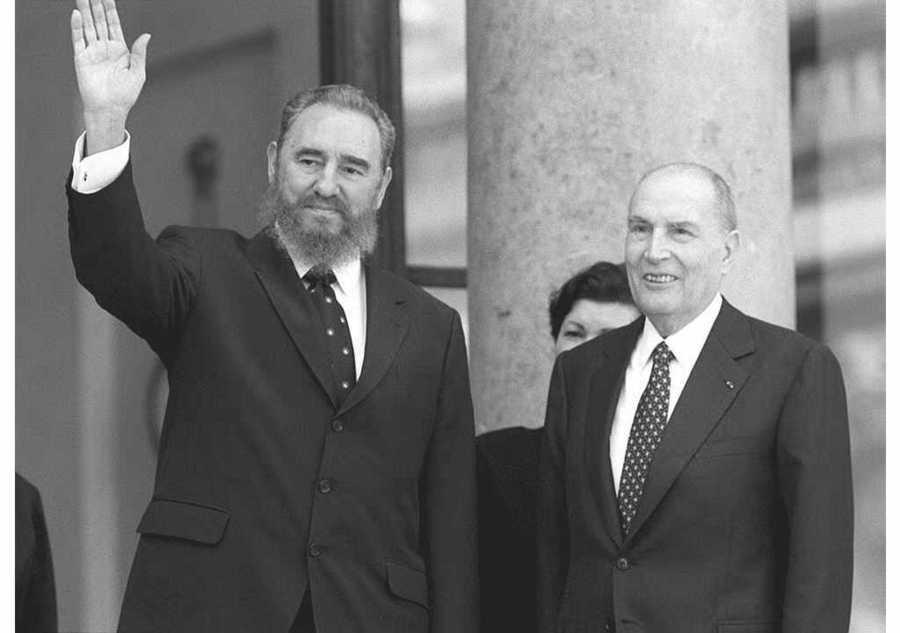 Με τον Γάλλο Πρόεδρο, Φρανσουά Μιτεράν, στο Παρίσι το 1995 / Φωτογραφία αρχείου: ΑΠΕ - ΜΠΕ