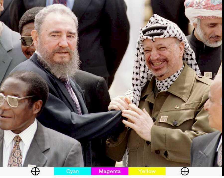 Με τον Παλαιστίνιο ηγέτη, Γιασέρ Αραφάτ το 1995 στην Κολομβία / Φωτογραφία αρχείου: ΑΠΕ - ΜΠΕ