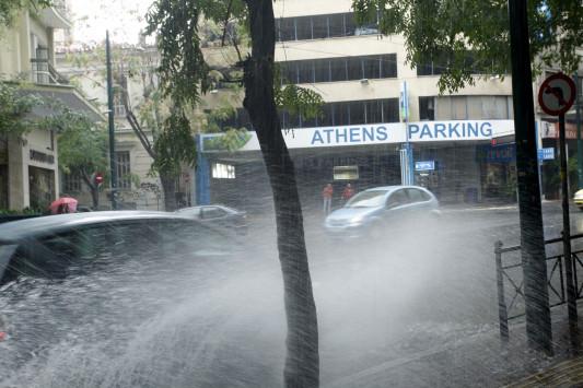 Καιρός: Ραγδαία επιδείνωση τις επόμενες ώρες! Πότε θα χιονίσει στο κέντρο της Αθήνας