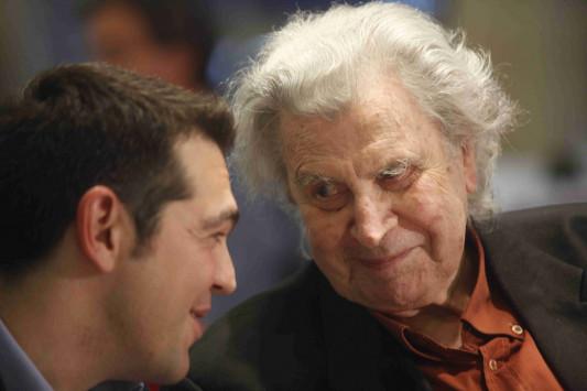 Μίκης Θεοδωράκης για Τσίπρα: Προσκυνημένος και παιδί για τα θελήματα της Μέρκελ!