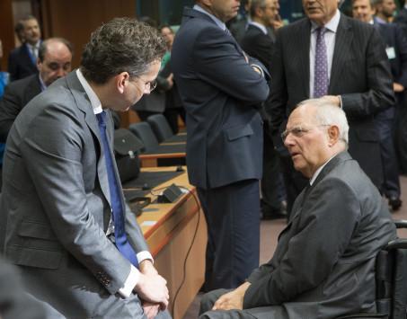 Eurogroup: Κόβονται μισθοί δημοσίου, συντάξεις και αφορολόγητο