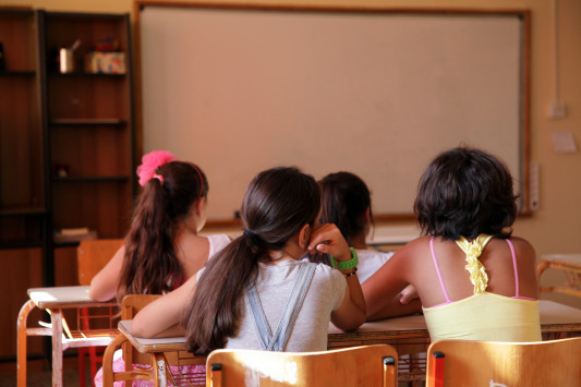 Σκιάθος: Τα τραγούδια του καθηγητή στην τάξη ανάβουν φωτιές - Έξαλλοι οι γονείς!