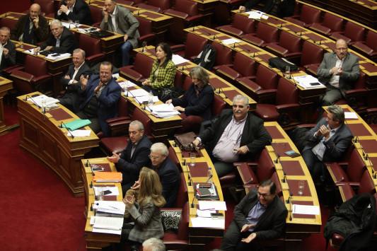 Βουλή Live: Πέρασαν τα μέτρα Τσίπρα με 196 `ναι`