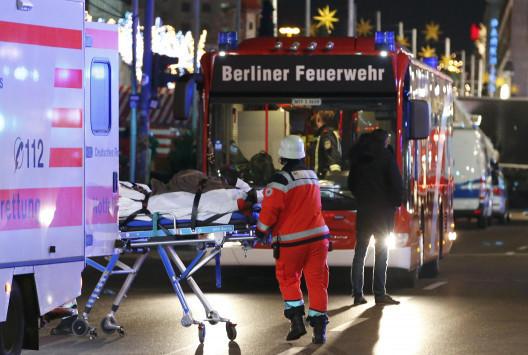 LIVE: Τρομοκρατική επίθεση σε χριστουγεννιάτικη αγορά στο Βερολίνο! Τουλάχιστον 9 νεκροί και 50 τραυματίες - Βίντεο ντοκουμέντο