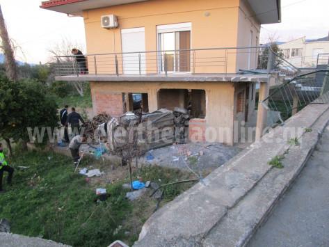 Μεσσηνία: Σκληρές εικόνες σε τροχαίο δυστύχημα - Σκοτώθηκε κάτω από μπαλκόνι σπιτιού [vid]