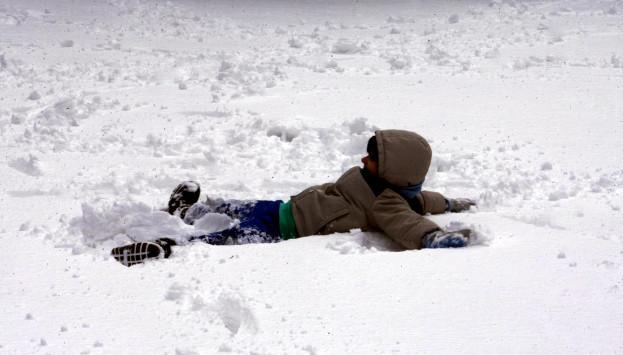 Συμβουλές της ΕΛ.ΑΣ. για οδηγούς και πεζούς στα χιόνια