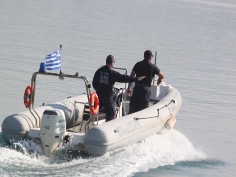Νεκρός ο ψαράς που αγνοούταν στα Ίσθμια - Σώθηκε ο γιος του