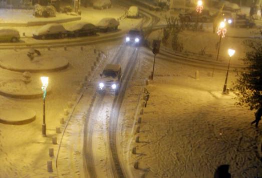 Καιρός Live: Διακόπηκε η κυκλοφορία στη λεωφόρο Πάρνηθας, λόγω χιονόπτωσης - Οδηγός επιβίωσης