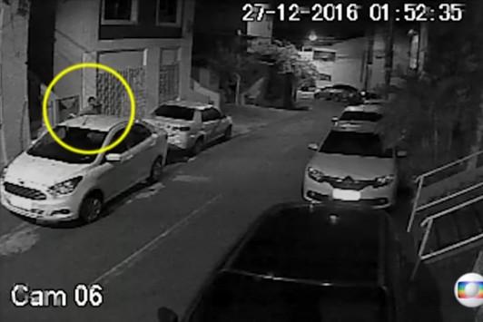 Βίντεο ντοκουμέντο: Βγάζουν το πτώμα του Κυριάκου Αμοιρίδη από το σπίτι