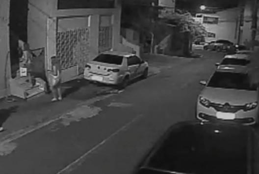 Δολοφονία Αμοιρίδη: Νέο βίντεο ντοκουμέντο! `Τέρας ψυχραιμίας` η Φρανσουάζ, μπαίνει στο σπίτι με την κόρη τους!