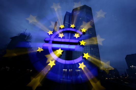 Δημοσκόπηση: Οι Έλληνες... γυρίζουν την πλάτη στην Ευρωζώνη