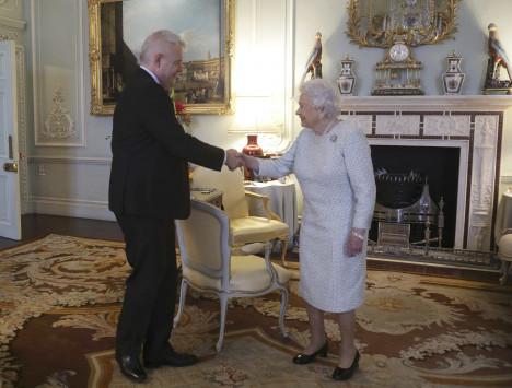 Βασίλισσα Ελισάβετ: Εμφανίστηκε σε τελετή αλλά χωρίς... φωτογραφίες
