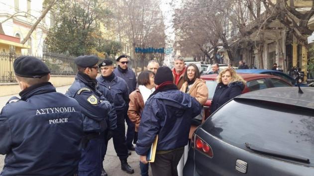 Θεσσαλονίκη: Υποδοχή με συνθήματα στον Αλέξη Τσίπρα - Ένταση με αστυνομικούς [pics, vids]