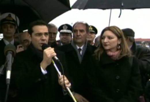 Θεοφάνεια: Βούτηξαν μπροστά στον Αλέξη Τσίπρα - Το μήνυμα του πρωθυπουργού από την Αλεξανδρούπολη [vid]