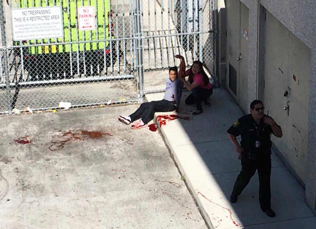 Ένας τραυματισμένος άνδρας / Φωτογραφία: Reuters
