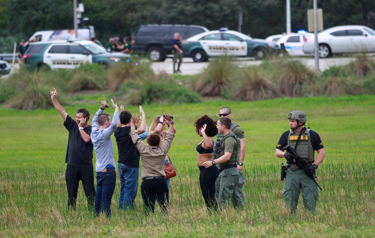 Έλεγχοι δευτερόλεπτα μετά την τραγωδία / Φωτογραφία: Reuters