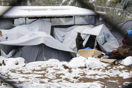 Αποτέλεσμα εικόνας για σκηνες μεταναστων χιονι