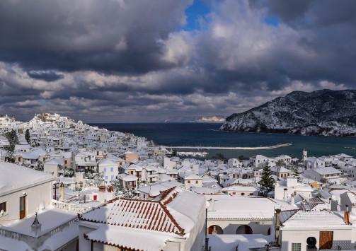 Καιρός: Ο χιονιάς ταλαιπωρεί την χώρα για δεύτερη μέρα – Τι πήγε λάθος με τις προβλέψεις των μετεωρολόγων