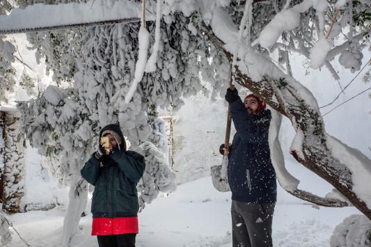 Καιρός: Νέο έκτακτο δελτίο επιδείνωσης - Δεν λέει να φύγει ο χιονιάς