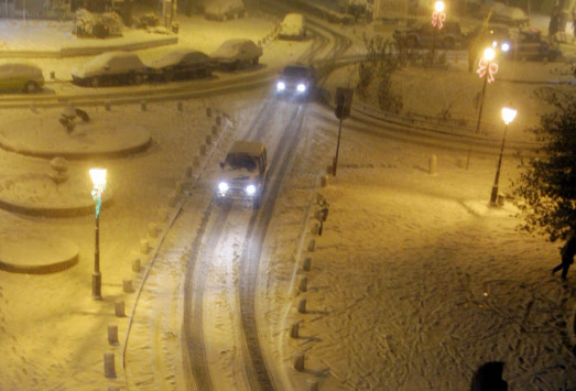 Καιρός: Χιονίζει στην Αθήνα! [pics, vids]