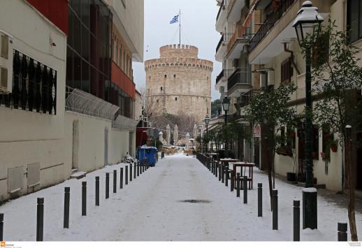 Καιρός: Νέο κύμα με χιόνια και καταιγίδες – Παγωμένο μένει το θερμόμετρο [χάρτες]