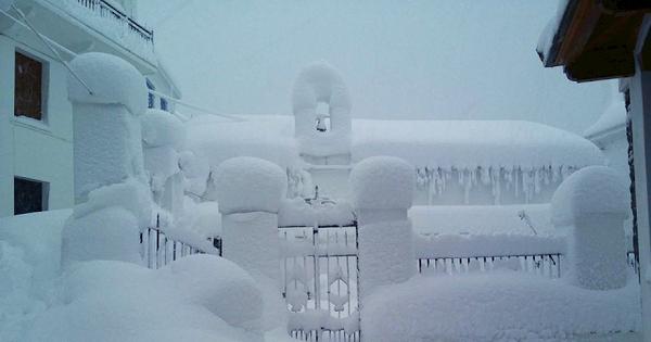 Καιρός: Νέες εικόνες από τη χιονισμένη Σκόπελο - Απεγκλωβισμοί κτηνοτρόφων στην Αλόννησο [pics]