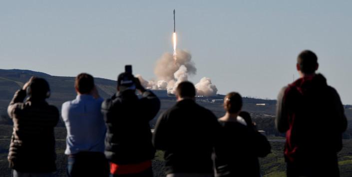 Εκτοξεύτηκε ο πύραυλος Falcon 9 της SpaceX